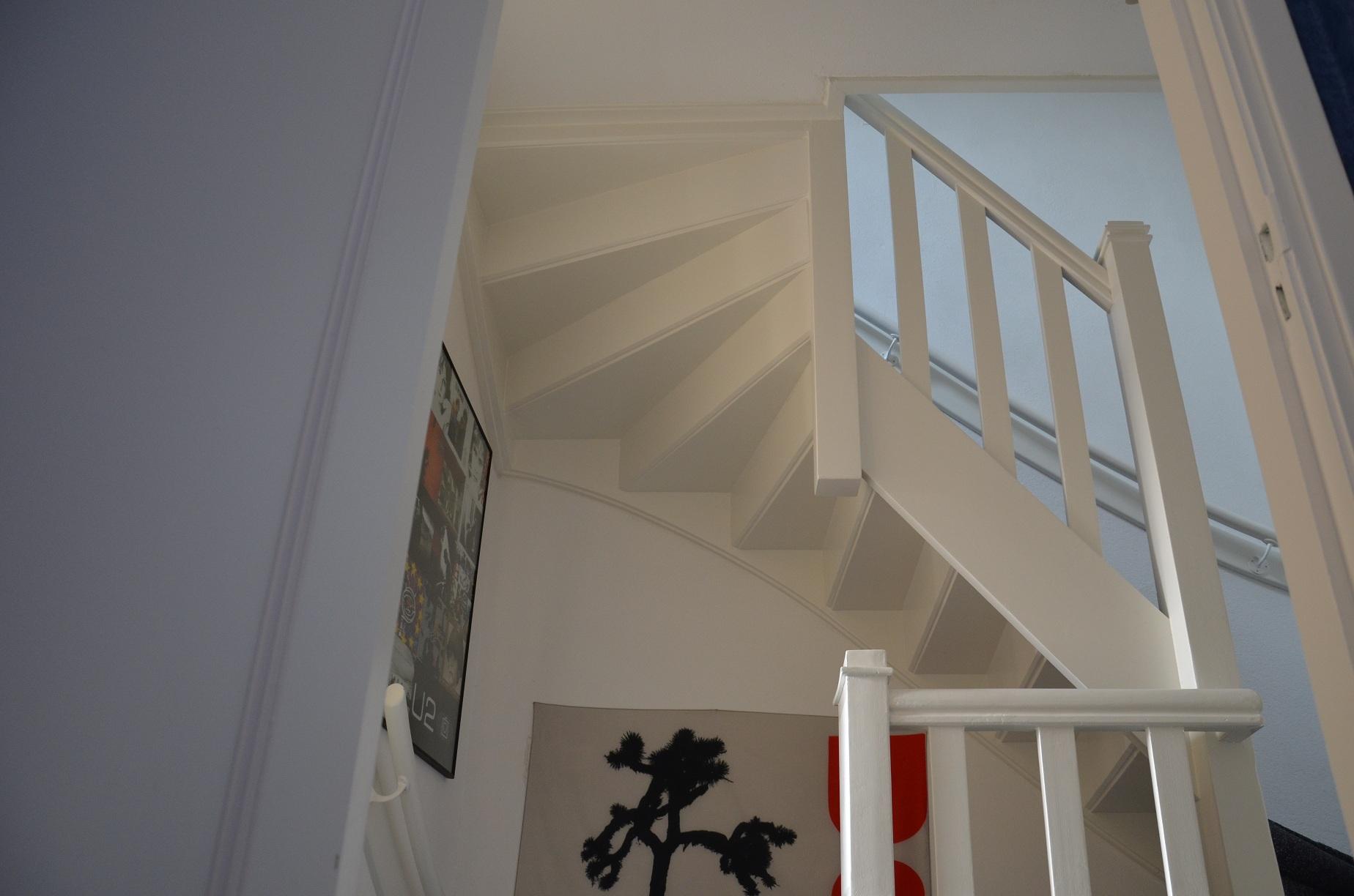 Trappenhuis woonhuis engelmann schilderwerken landgraaf - Behang voor trappenhuis ...
